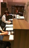京都の町で活躍する弊社インナーデスクセットの受付カウンター