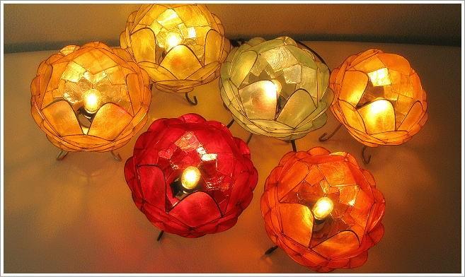 カピス貝の透ける素材は光をやさしく通します