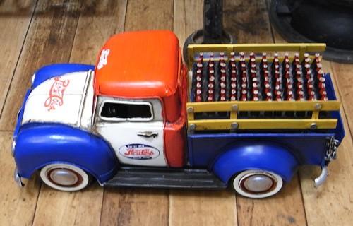 ブリキの自動車