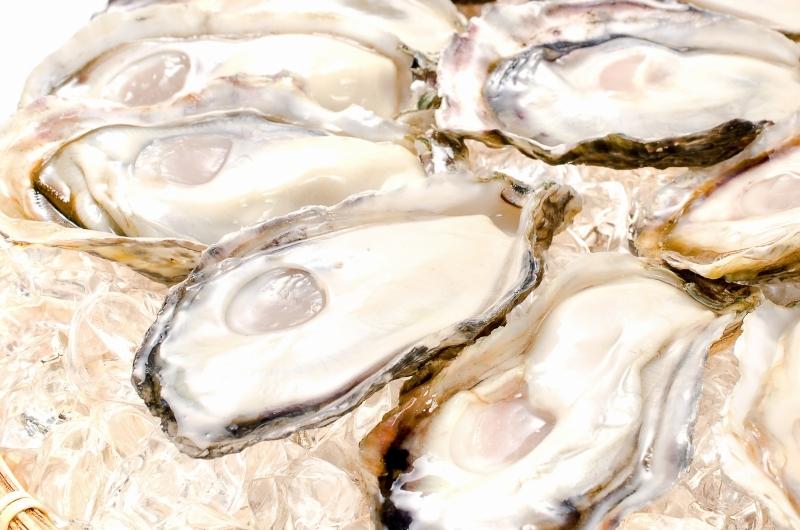 殻付き牡蠣 殻むきザル盛り