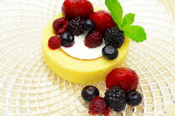 ミックスベリーロールケーキ