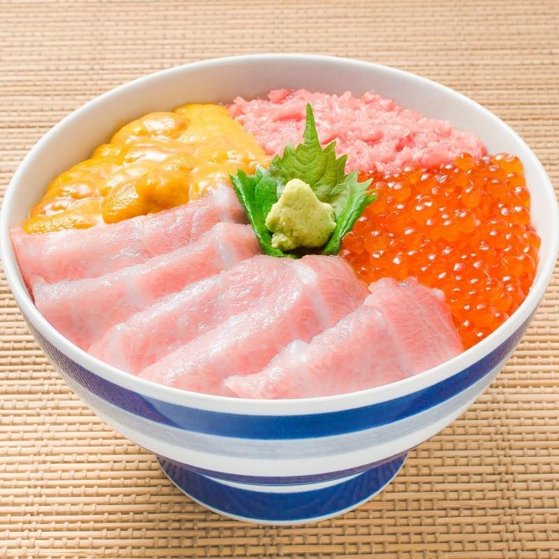 季節のギフト等にも最適な逸品!築地の海鮮丼セット<究極>