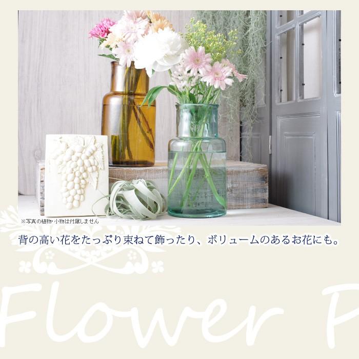 背の高い花をたっぷり束ねて飾ったり、ボリュームのあるお花にも。