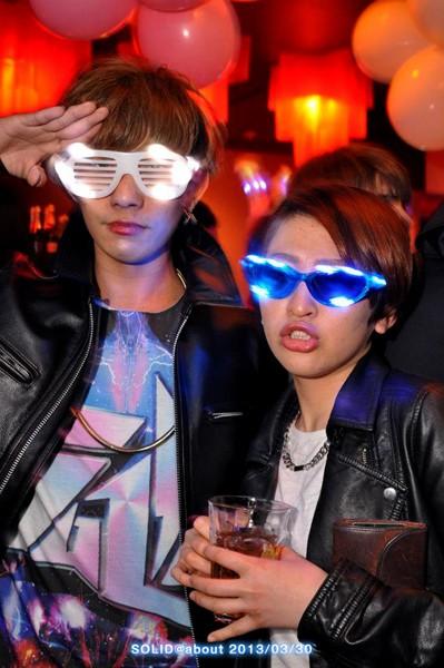 光る サングラス メガネ ブルー