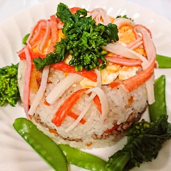 包丁いらず、簡単お肉たっぷりちらし寿司ケーキ♪(レシピ)
