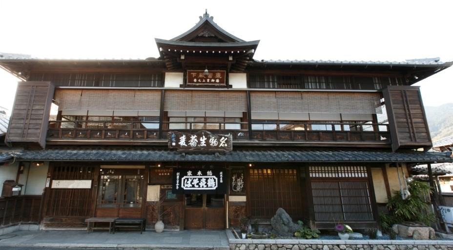 比叡山の麓、滋賀県大津市坂本にございます「本家鶴喜そば」です
