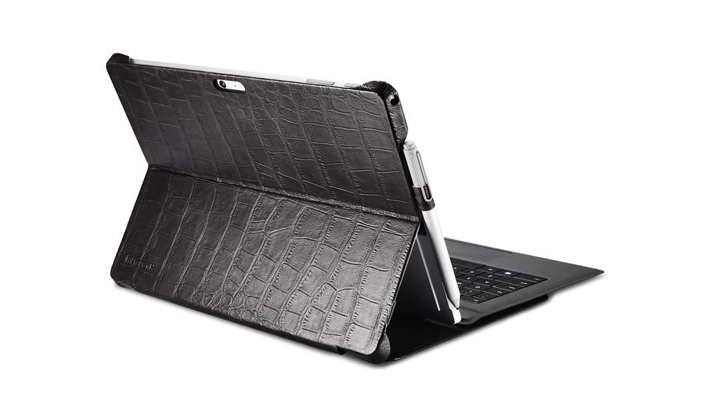 Microsoft SurfacePro4専用のクロコダイル柄レザーケースのキーボード使用イメージ2