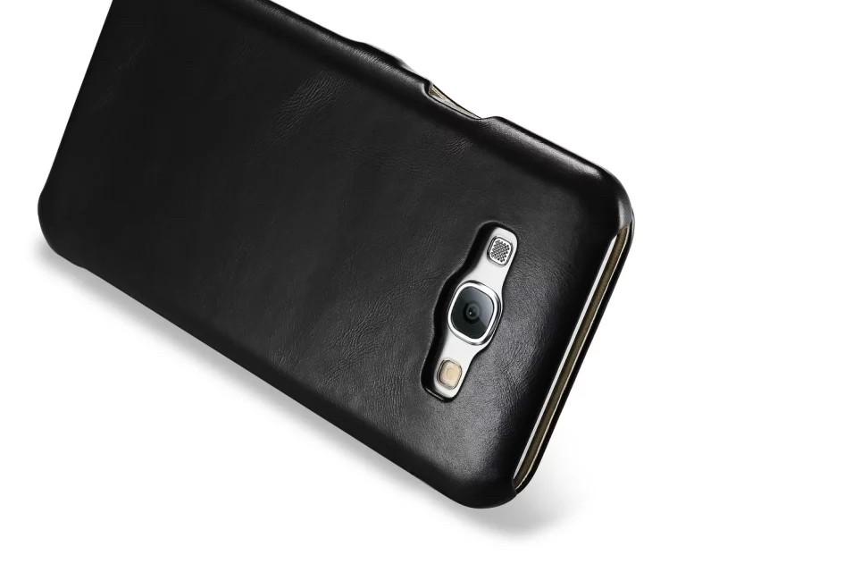 GALAXY A8 カード収納付きビンテージレザーケースの黒のカメラホール側