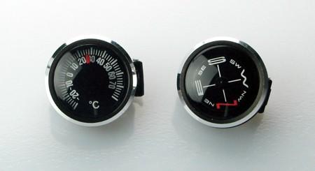 ベルトへ後付けできるコンパスと温度計