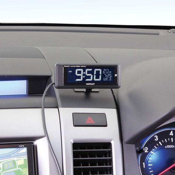 車内に取り付けた電波時計1