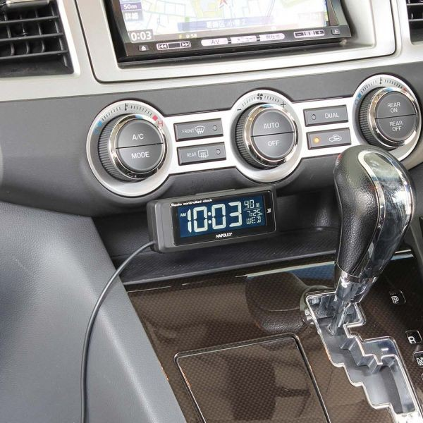 車内に取り付けた電波時計2