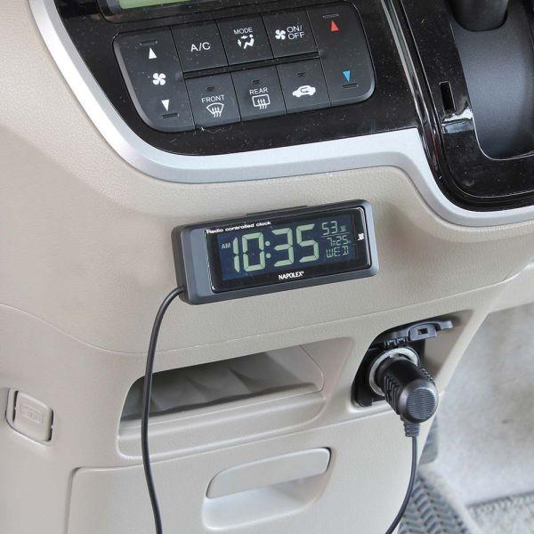 車内に取り付けた電波時計4