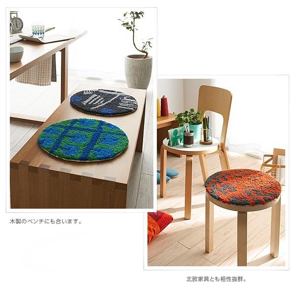 木製のベンチにも合います。/北欧家具とも相性抜群。