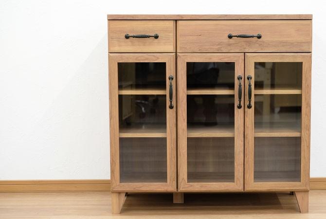 アンティーク調ロータイプ食器棚 イメージ2画像