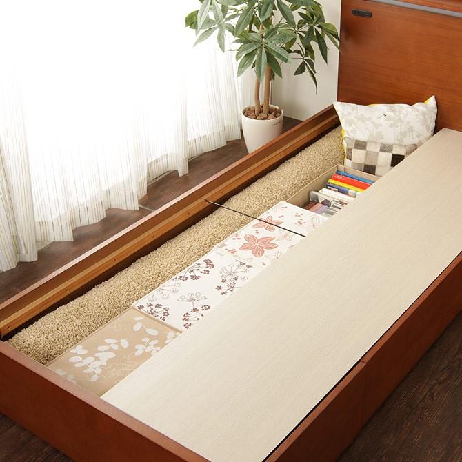 引き出しの反対側は、床板を外して長物のラグなどを収納できます