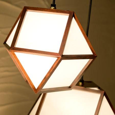 和モダン照明 彩ペンダントライト 天然木・杉材を使用し、静岡の職人の手で木を裁断・組み上げています。
