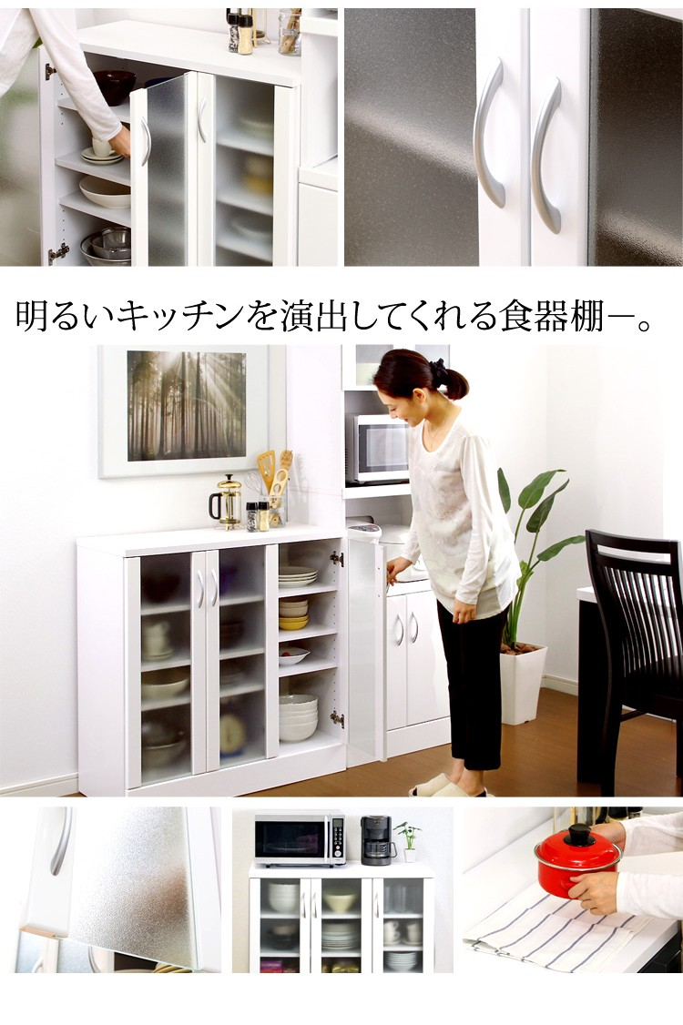 明るいキッチンを演出してくれる食器棚