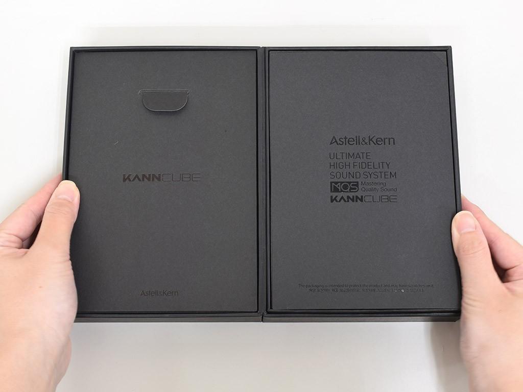内箱は本を開くようにパカッと開きます。