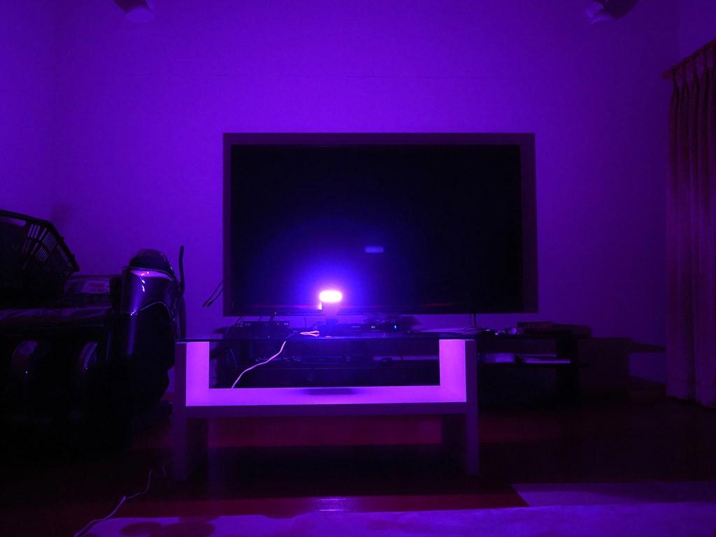 紫色の明かり