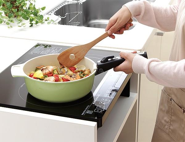 3つのヒーターで料理の加熱から揚げ物まで幅広く使用できます