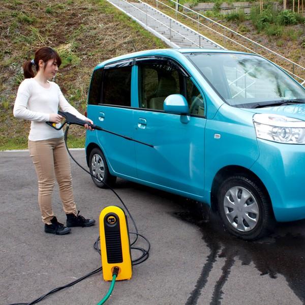 アイリスオーヤマ 高圧洗浄機 FBN-606 イエロー 車体掃除シーン