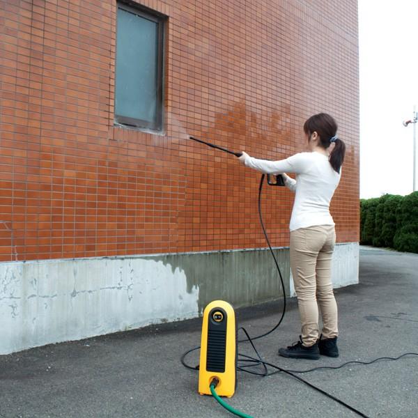 アイリスオーヤマ 高圧洗浄機 FBN-606 イエロー 外壁掃除シーン