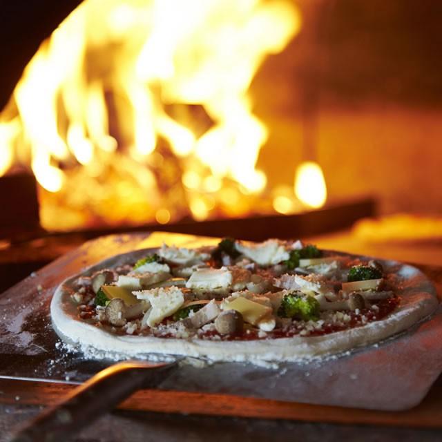 本格窯焼きピザで春のガーデンパーティーを盛りあげよう!