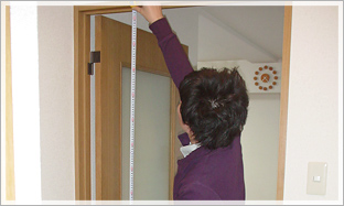2. 玄関からお部屋までのチェックポイント:搬入するお部屋の入り口の高さをチェック。