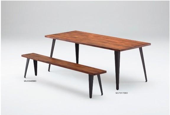 ダイニングベンチとダイニングテーブル