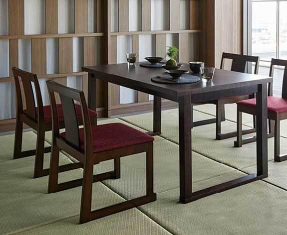 刻テーブルと錦イス