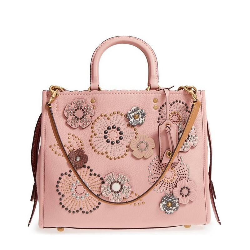 4c85a2c45041 活動的な女性にぴったりなとても美しいバッグです。 お気に入りのバッグで、お洒落で活動的な毎日を。