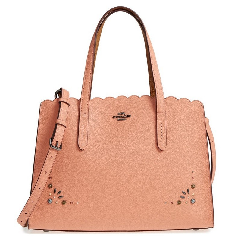 85f50cfca169 活動的な女性にぴったりな美しいバッグです。 お気に入りのバッグで、お洒落で活動的な毎日を。