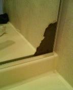 【ご注意!】左画像のような鏡の茶色い部分は「鏡内部の腐食(銀メッキのサビ等)」で汚れではないため、除去できません(鏡の交換が必要です)