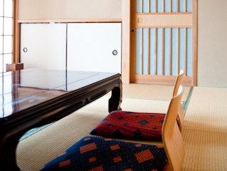※ホテルや旅館、リゾート施設などの客室(特に喫煙可・ペット可のお部屋)、VIPルームの消臭除菌に。即座に脱臭します。