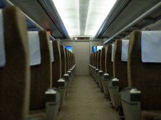 ※電車、バス、タクシー、新幹線などの公共乗り物の室内消臭に。香料などで打ち消す芳香タイプではなく、安心の無臭です。