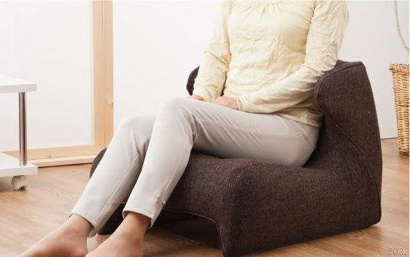 腰楽座椅子、Comfor Seat コンフォシート。リビング使用図