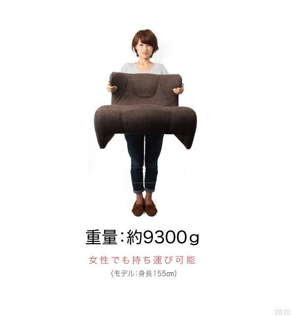 重量、約9300グラム。女性でも持ち運び可能。モデル身長155センチ