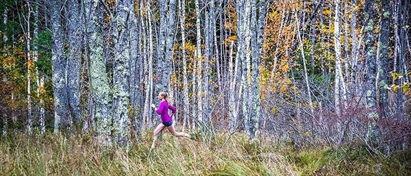 ガーミンを着けて走る女性