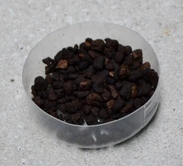 コンクリート上に散布する場合は小皿などに入れて設置
