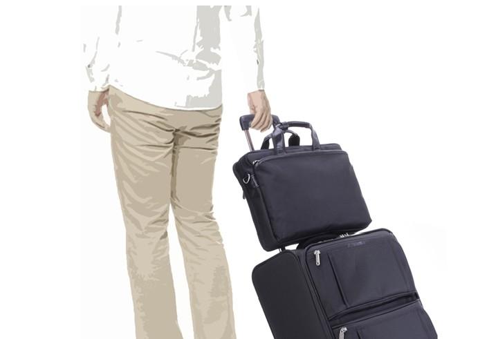 出張にも最適なビジネスバッグ キャリーケースやスーツケースのハンドルに取り付け可能