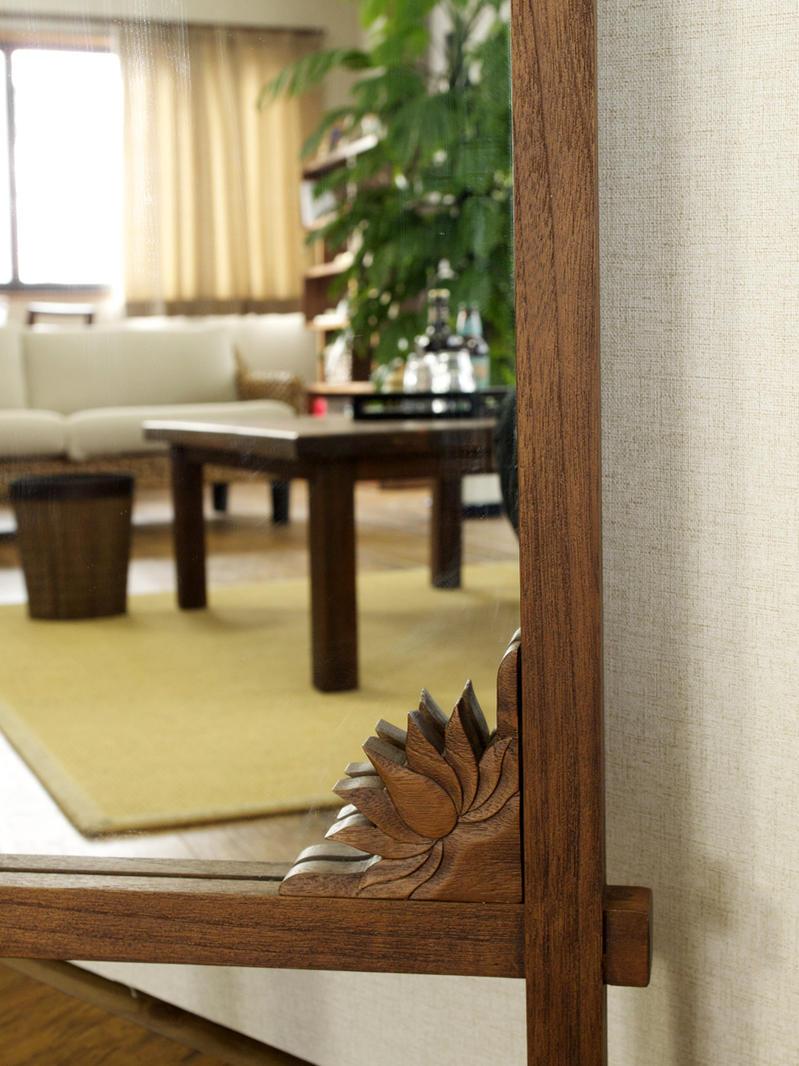 エスニックなアジアンテイストなお部屋にはもちろん、北欧、ミッドセンチュリー、モダン、ナチュラル、アンティーク調なお部屋にもおすすめの木製の大型の鏡、ルームミラーです。