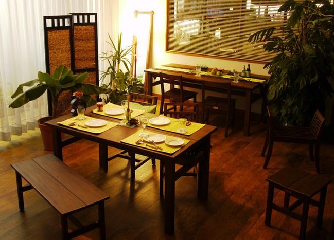 エスニックでエキゾチックな魅惑のアジアンスタイルな食卓にはもちろん、北欧、カフェ部屋、モダン、ミッドセンチュリー、カフェ部屋、ナチュラル、ヴィンテージ、アンティーク調、どんなお部屋にもおすすめなシンプルで洗練されたデザインのダイニングチェアです。