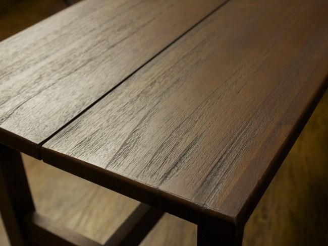 使う程味わい深くヴィンテージでアンティークな趣に変化するチーク無垢木製インテリアです。