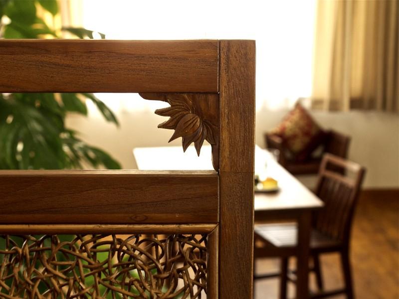 年月を経る程味わい深くアンティークでヴィンテージな趣に。チーク無垢木製パーテーションです。