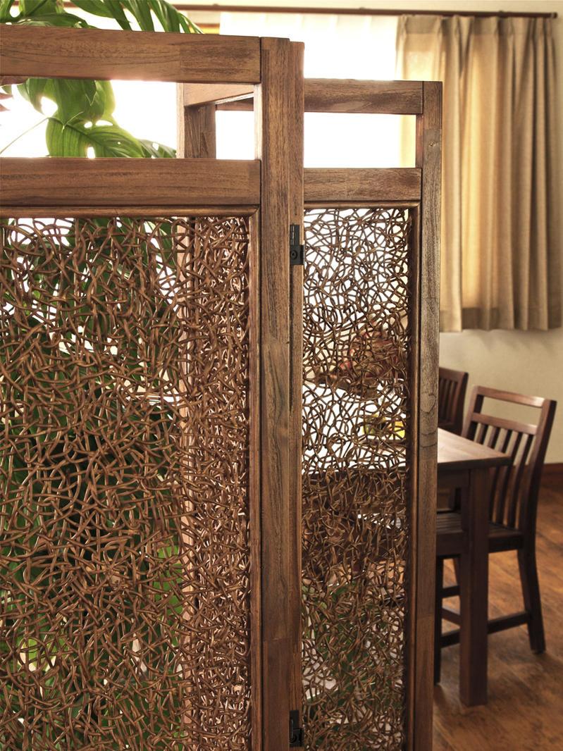 お部屋の間仕切りや程よい遮光、空気の流れを遮らない機能性とアジアンのお部屋作りに最適なパーテーションです。