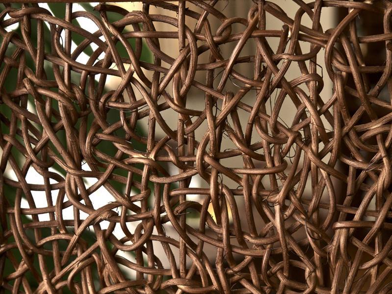 籐、ラタンをざっりランダムに編み込んだデザインがおしゃれなパーティションです。