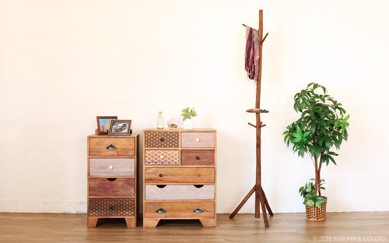 お部屋をインドネシア、バリ島のリゾートな癒しのリラックス空間に。アジアン家具acbiシリーズのチーク無垢木製ハンガーラック