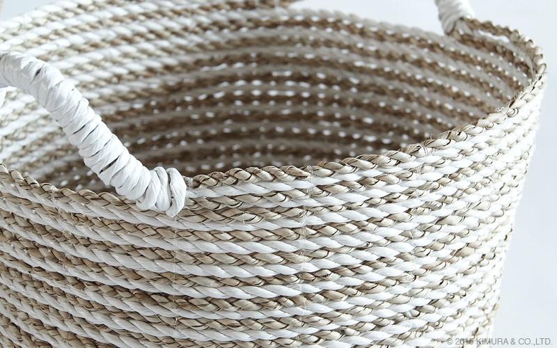 バスケットは自然素材を使用し、1点1点ハンドメイドで仕上げています。シーグラスを使用した柔らかな風合い。小物入れやランドリーバスケットとしてオススメです。