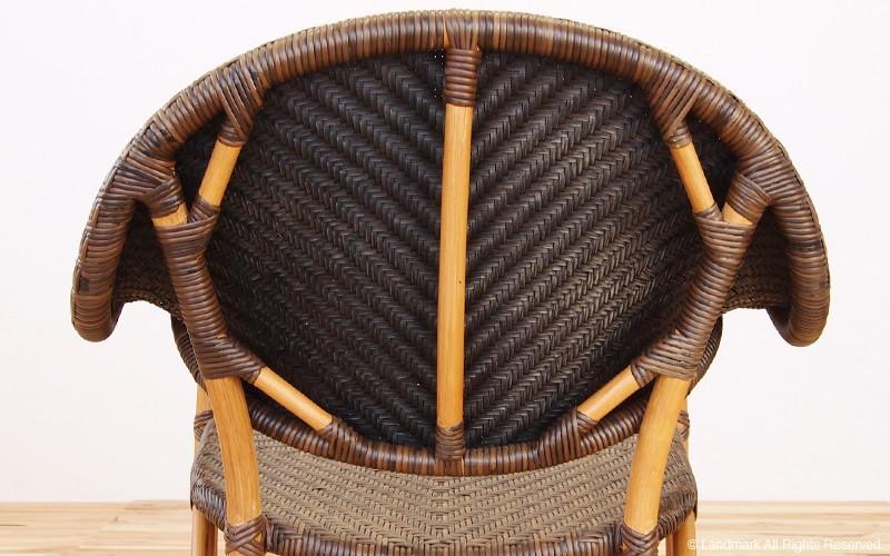 籐家具。座面はアジロ編みで丁寧に仕上げています。