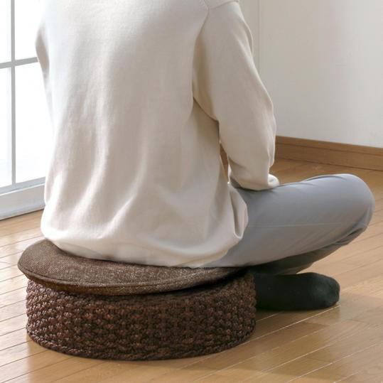 アジアンテイストなお部屋にはもちろん、ナチュラル、和風、モダンテイストなお部屋にもオススメの座椅子です。